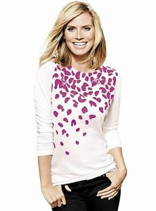 Heidi Klum models the Key to the Cure t-shirt